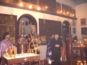 Fra Marko Gelo (u crnom kaputu), na jednom bogosluženju u pravoslavnoj crkvi u Livnu