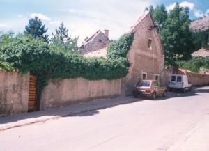 Zidine spaljene kuće Pavlovića u Livnu