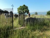 Pravoslani deo seoskog groblja pre uređenja, jun 2013.