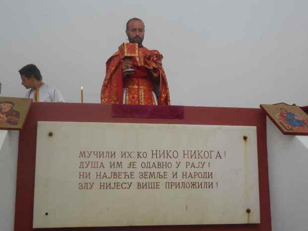 Sveta Liturgija u spomen-kosturnici u Livnu, jul 2013.