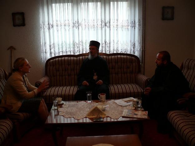 Episkop Atanasije sa Gordanom Dostanić i o. Željkom Đuricom, septembar 2013. godine