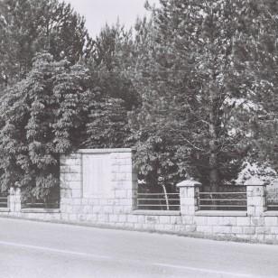 Спомен-гробље некада